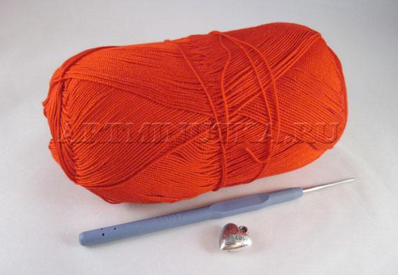 Материалы и инструменты для вязания сердечка крючком - фото