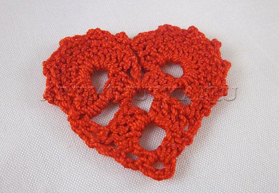 Вязаное крючком сердечко для закладки - фото