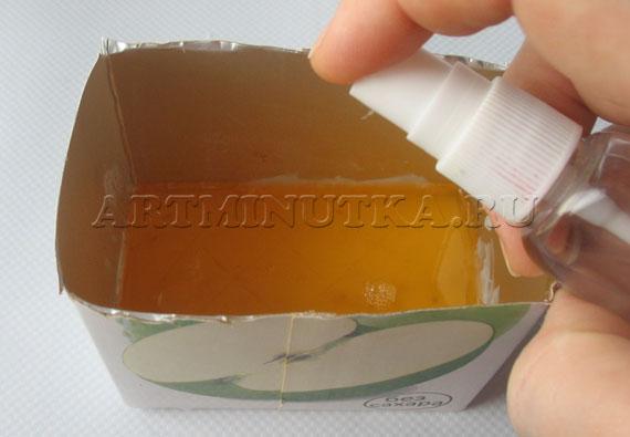 Шаг 13 - выливаем в форму оранжевую основу, сбрызгиваем спиртом - фото