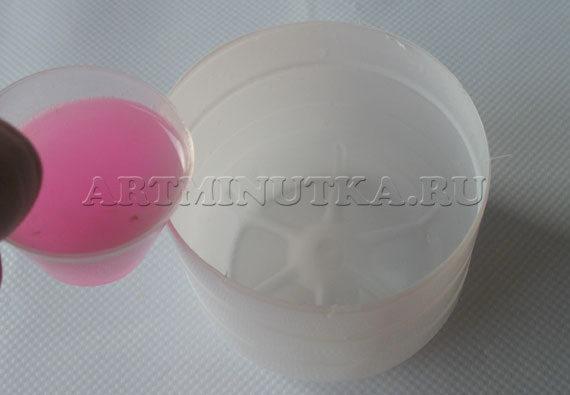 Шаг 18 - заливаем слой мыла для выравнивания дна - фото