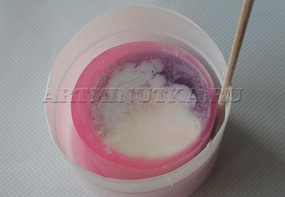 Шаг 19 - помещаем брусок мыла в банку - фото