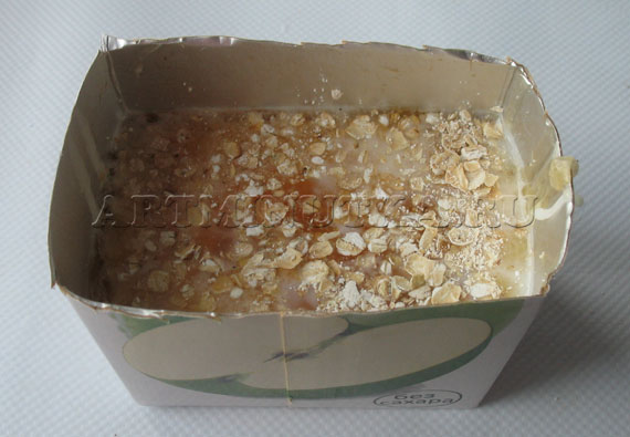 Шаг 19 - извлекаем застывшее мыло из коробки - фото