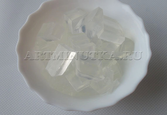 Шаг 4 - нарезаем прозрачную мыльную основу - фото